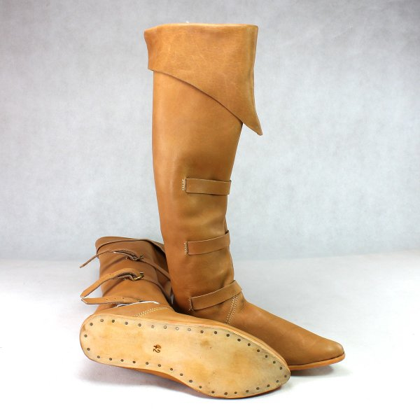 Bucket boots brown with nailed sole