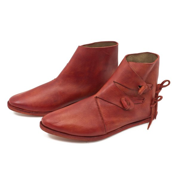 Early medieval toogle half boots with hobnailed double sole korduan red